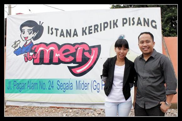 Foto Bersama Sinta, Pemilik Kripik Pisang Ibu Mery Lampung