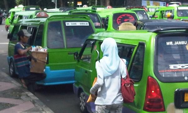 Inspirasi - Kisah Sopir Angkot, Ibu Miskin dan Penumpang Budiman