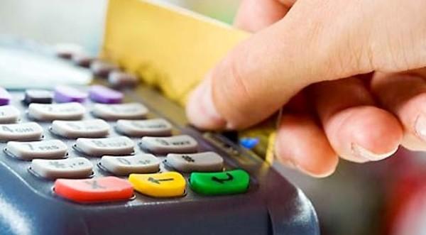 Menggunakan Kartu Kredit
